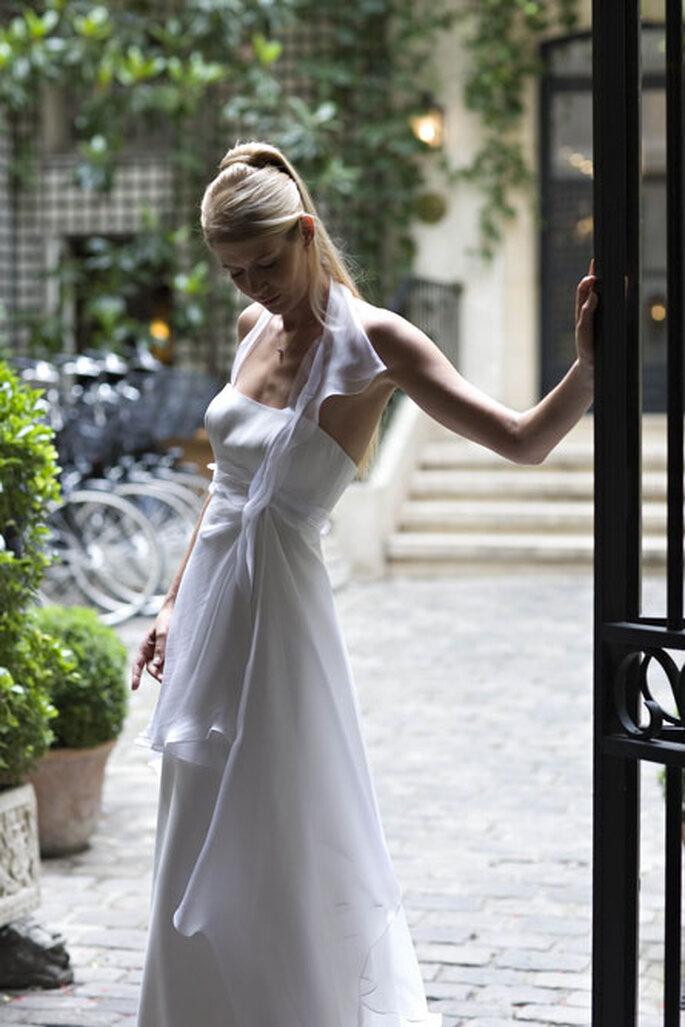 Collection de robes de mariée Amarildine 2011 - Anaïs : robe taille suspendue enroulée de pans