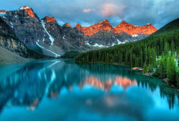 Foncez au lac Moraine, un lac dont l'eau bleue profonde vous enchantera. Crédit : James Wheeler, Flickr