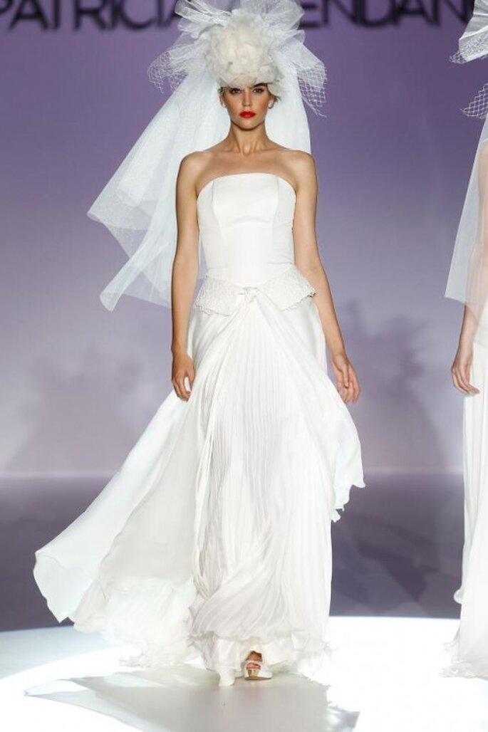 Vestido de novia elegante con escote strapless y falda voluminosa - Foto Patricia Avendaño