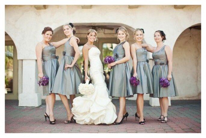 Pídeles a tus damas de boda que te acompañen a la prueba del vestido - Foto Stacy Reeves