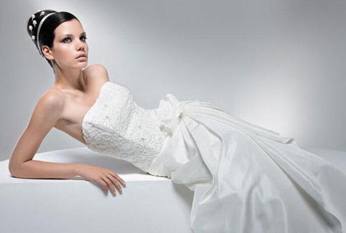 Pronuptia 2010 - Divine allure- Robe longue bustier, silhouette trapèze et jupe en taffetas