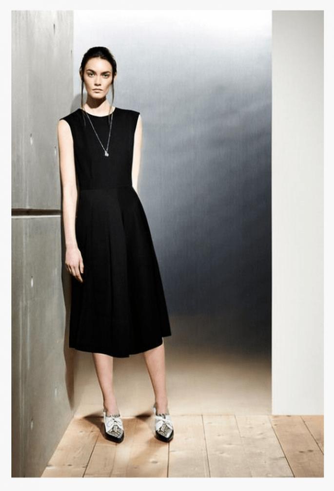 Vestido de fiesta 2014 en color negro con cuello cerrado y sin mangas - Foto Sportmax
