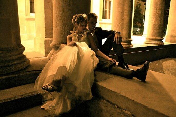 Photos de couple après la cérémonie : on peut jouer avec les lumières. - Photo : Awardweddings