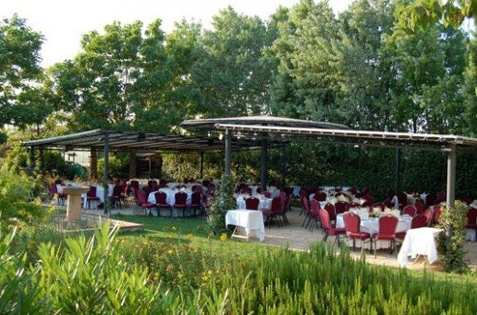 Boda en el exterior en el Jardin de L'Emporda
