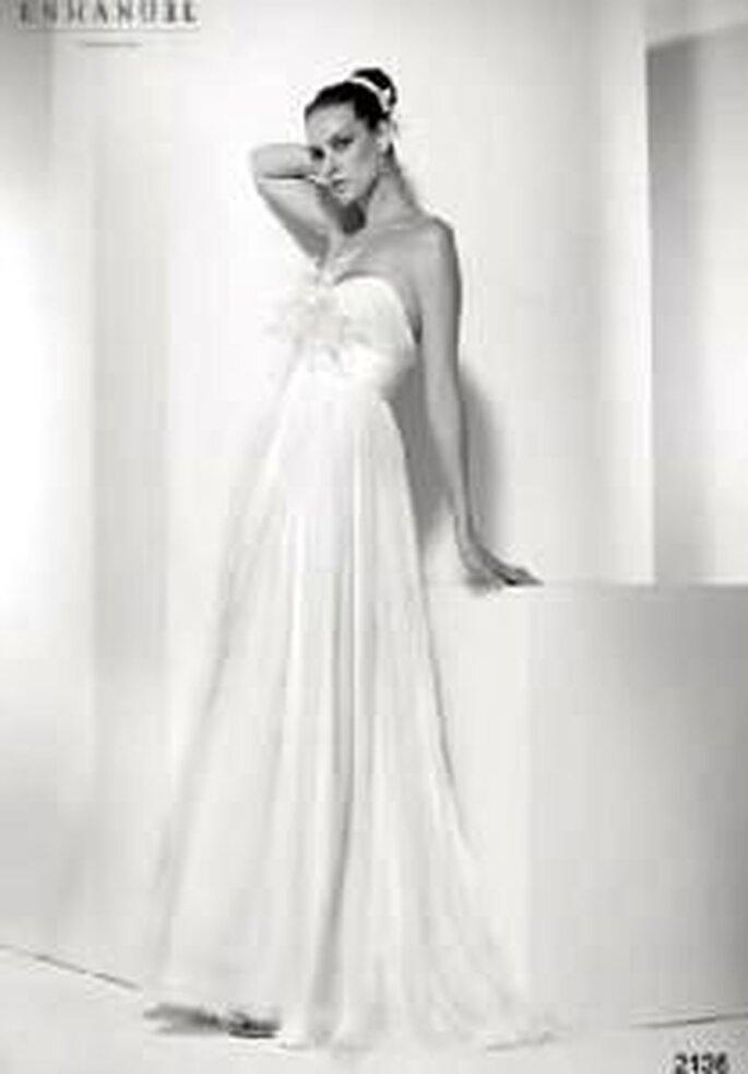 Enmanel Couture 2009 - Vestido de tul plisado con drapeado en cintura y pechera