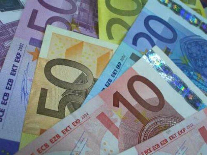 """Spesso invece che fare la lista nozze, gli sposi chiedono agli invitati """"la busta"""" coi soldi. Foto www.seicorde.eu"""
