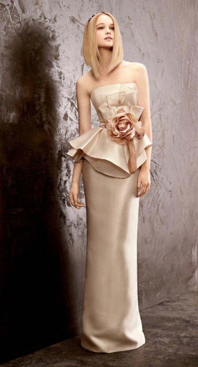 Vestido de novia económico estilo peplum y color champagne - Foto David's Bridal