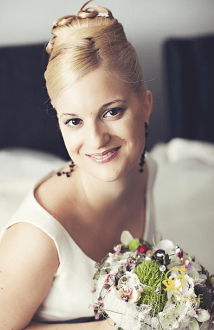 Romantischer Look für die Braut. Foto: Fran attitudefotografia.com