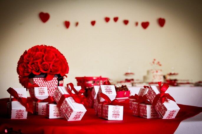 Decorazioni a forma di cuore, piccoli ricordi della festa in speciali confezioni. Foto: Mariana Leal