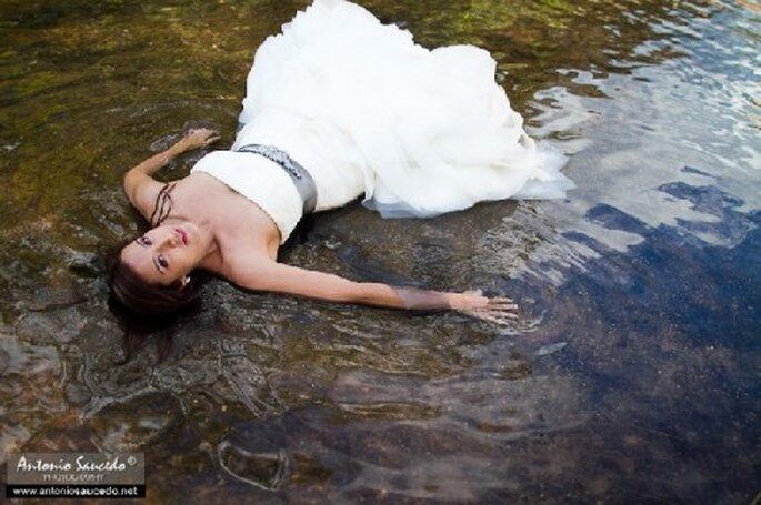 Sesión de fotos Trash the Dress bajo el agua - Foto Antonio Saucedo
