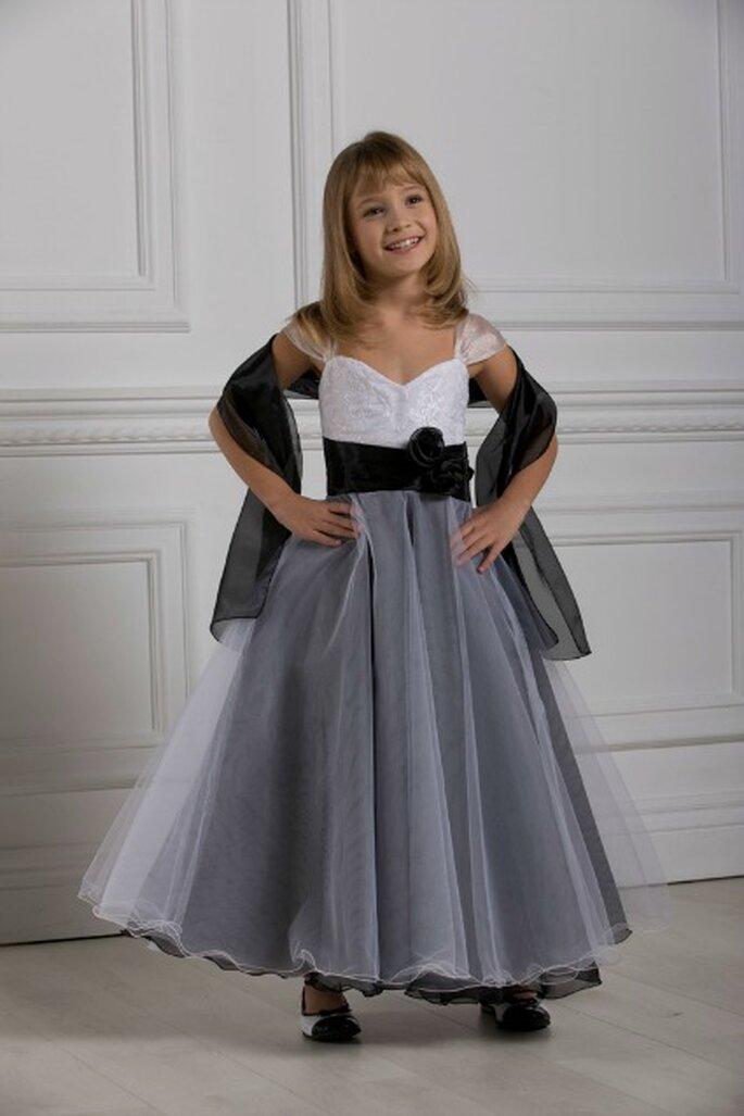 Commander les tenues de vos enfants d'honneur sur le site de Christella Créations est un jeu d'enfant