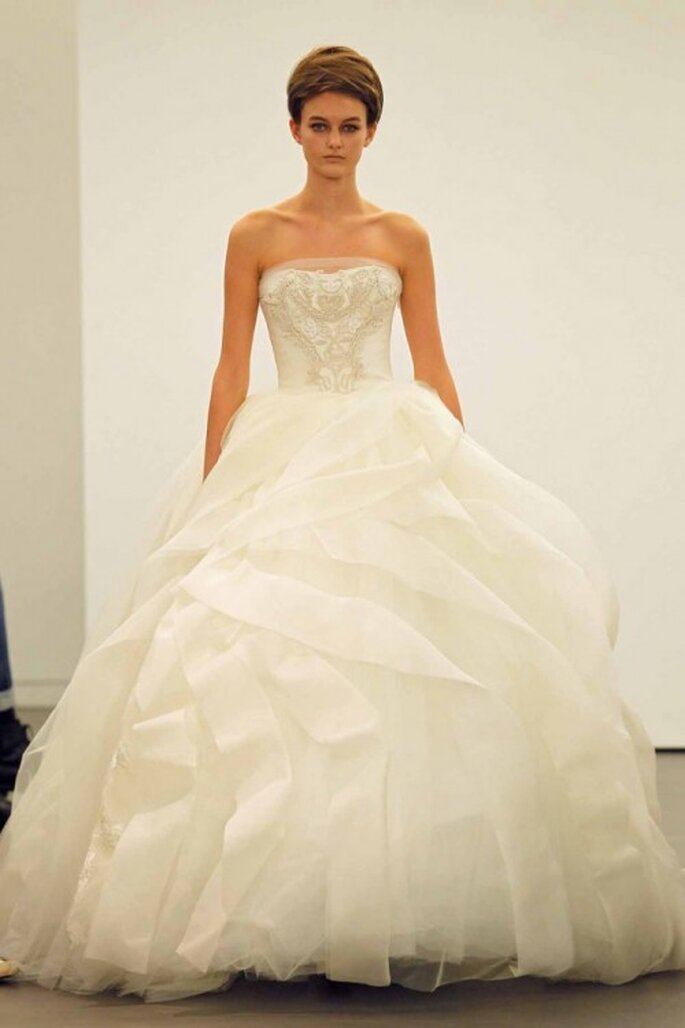Vestido de novia corte princesa con escote strapless - Foto Vera Wang