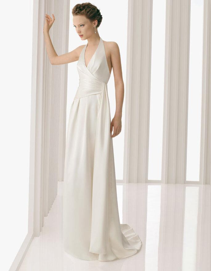 Vestido de novia con líneas asimétricas.  Rosa Clará 2012
