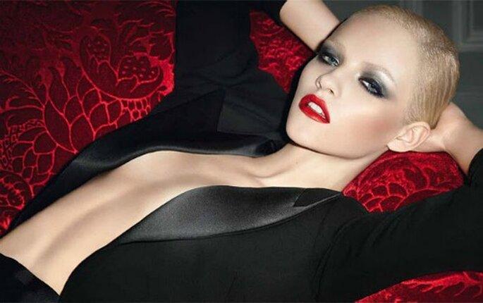 Un look masculino de moda en la campaña rouge pour de YSL. Foto: YSL