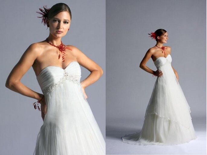 Essence 2011, vestido de novia con  complementos en rojo