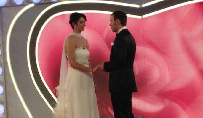 """Un instante de la boda en el programa """"Las bodas de Sálvame"""" Foto: Twitter"""