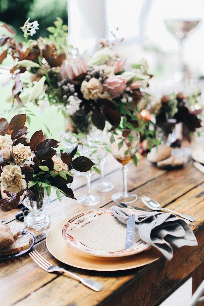 Una boda en caoba - Lisa Poggi & Gianluca Gasperoni vía Style Me Pretty