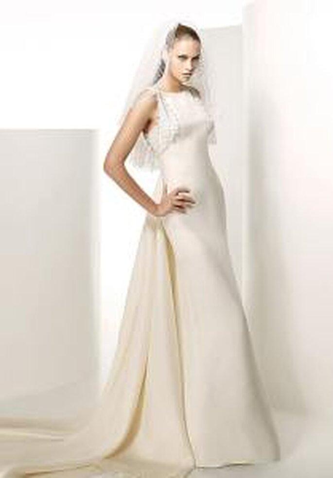 Valentino 2009 - Gémini, robe longue avec longue traîne, en soie et bretelles en dentelle