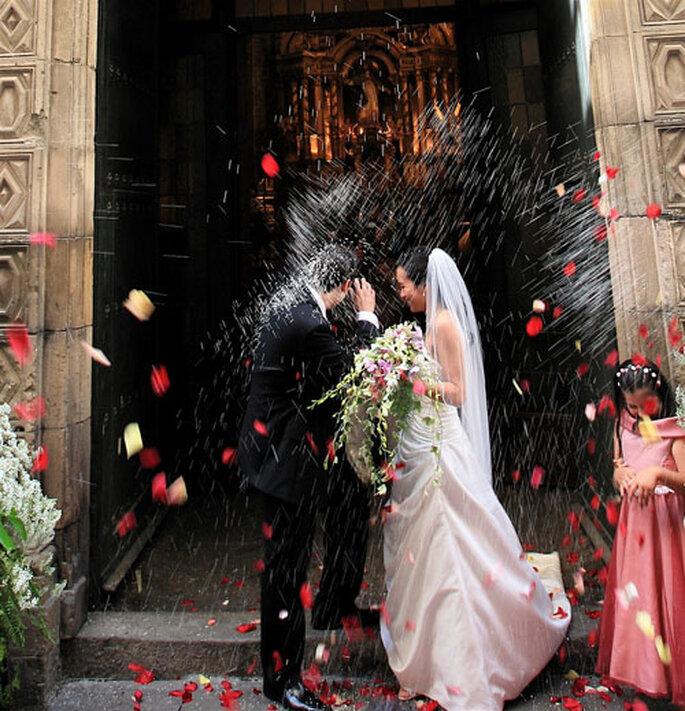 Rien de tel que d'éviter le riz à la sortie de l'église le Jour J - Photo : WeddingGuideAsia.com