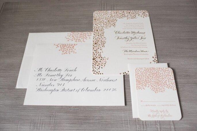 Detalles en rosa pastel en tus invitaciones de boda - Foto Maria Vicencio Photography