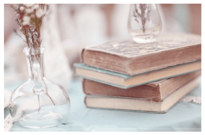 Libros en la decoración de tu boda - Foto Wedding Bee