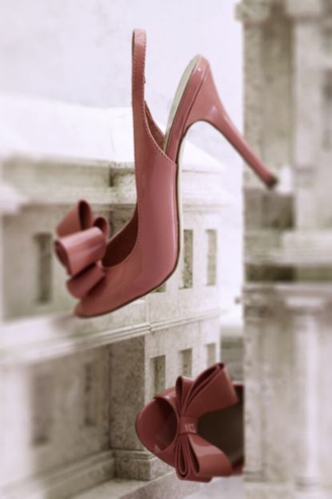 Los zapatos rosas siempre son una gran opción. Foto de BHLDN