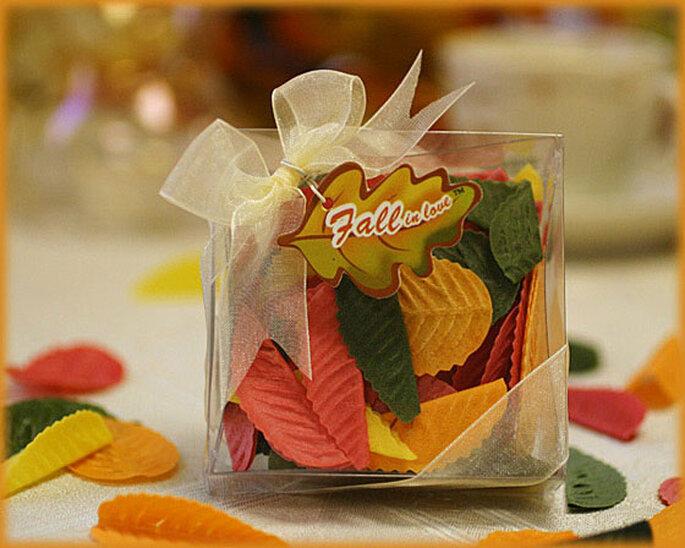 Láminas de jabón con forma y color de hojas de otoño