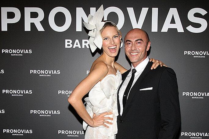 Manuel Mota y Karolina Kurkova en el photcall del desfile. Foto: Fotoformat