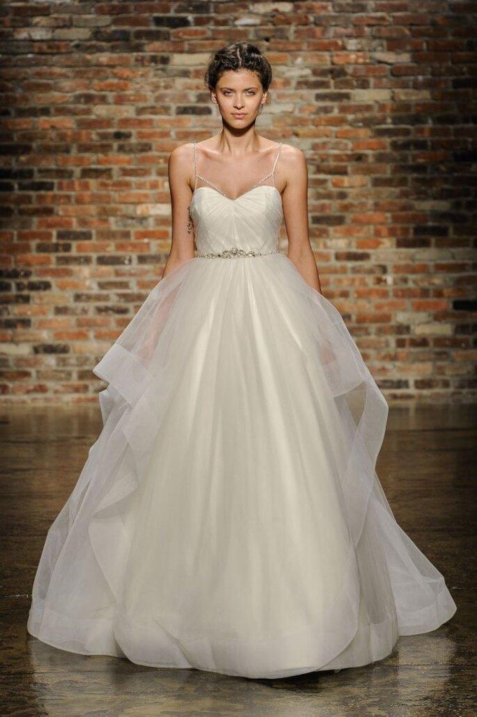 Vestido de novia corte princesa con escote corazón y falda amplia en tul de seda - Foto Hailey Paige