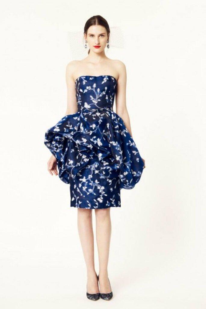 Vestido de fiesta 2014 en color azul con silueta peplum - Oscar de la Renta