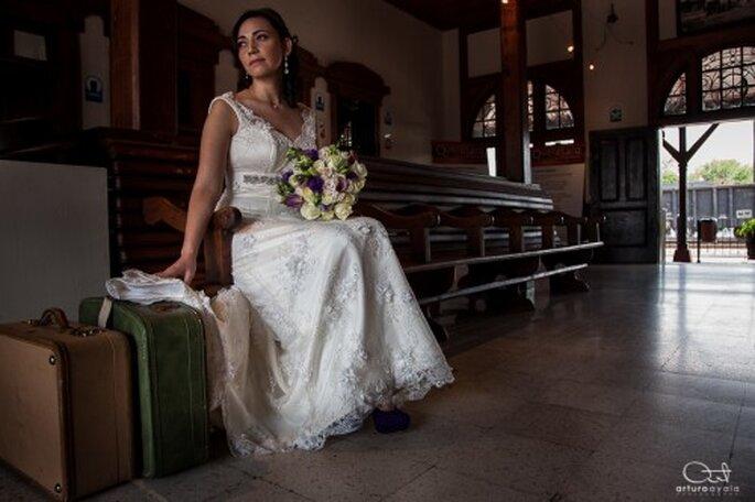 Practica tus mejores poses y lúcelas con la fotografía artística de tu boda - Foto Arturo Ayala