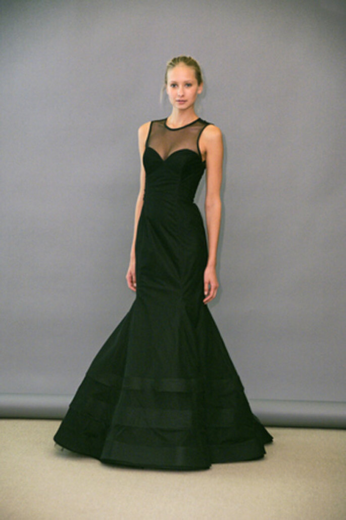 Vestido para dama de honor con escotehalter por Lazaro.