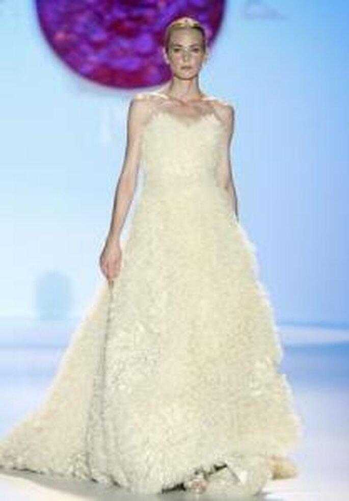 Model Novias 2010 - Vestido largo de corte princesa en color beige, imitación de piel de oso