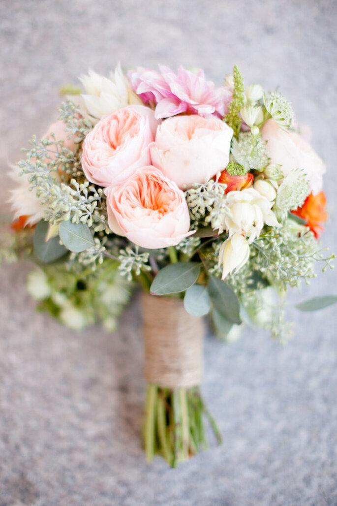 El ramo de novia debe mantener la armonía con todo tu look - Foto Ashlee Raubach