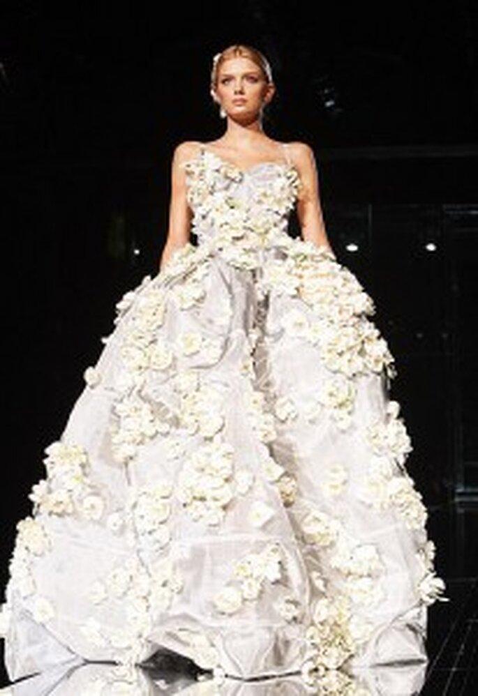 Vestido de novia 2011 con flores realizadas con la técnica de origami