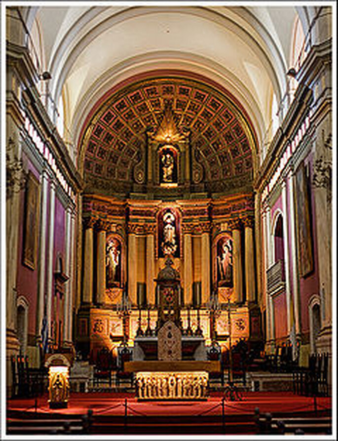 Vista del altar en la Iglesia Matriz de Montevideo