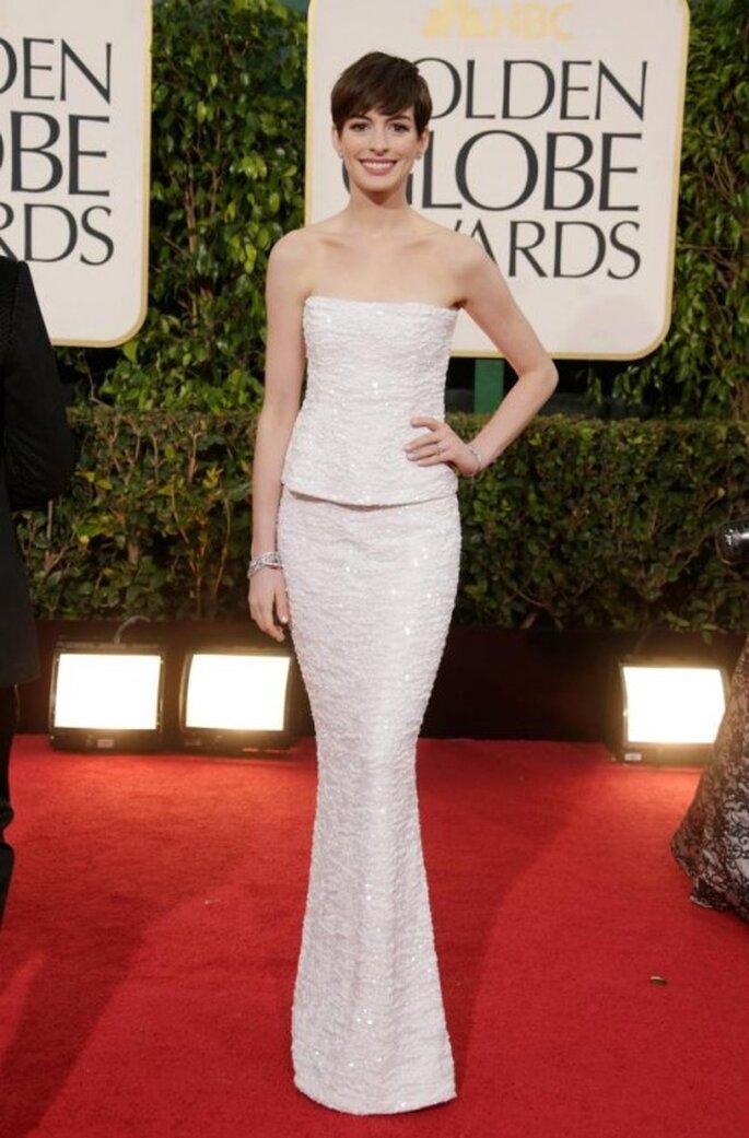 Anne Hathaway con un vestido Chanel en los Golden Globes 2013 - Foto Chanel Facebook