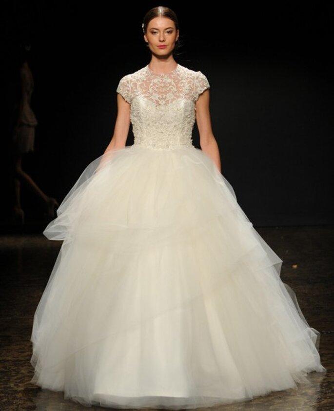 Vestido de novia corte princesa con mangas cortas - Foto Lazaro