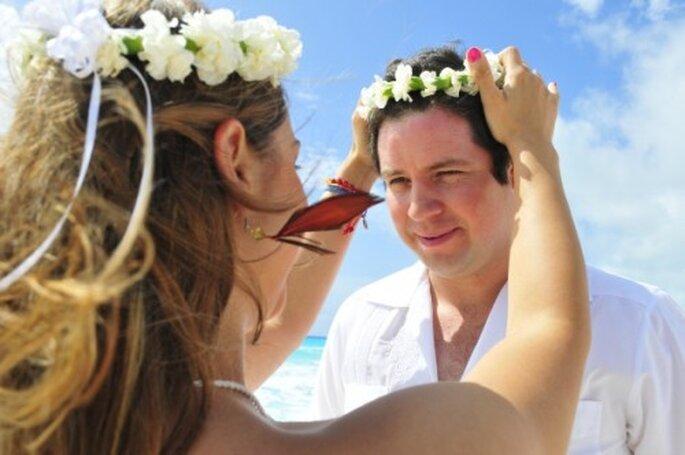 Ceremonia de Arena. Foto de Cancun WhiteChic Wedding & Events