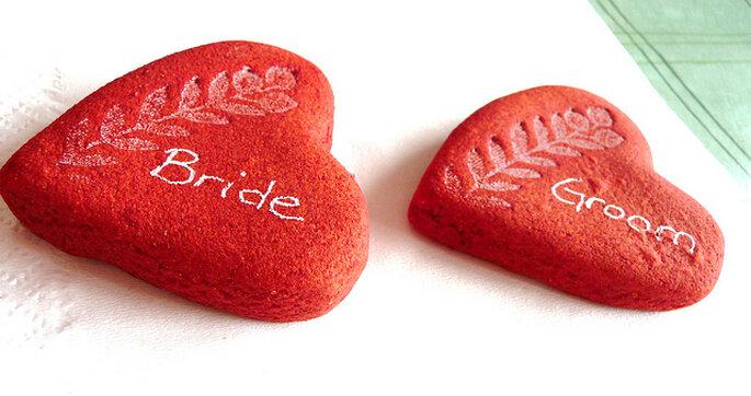 Corazones para sostener servilletas en una boda campestre.  Foto: ElinB