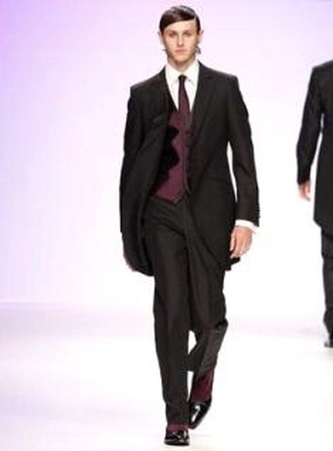 Fuentecapala 2010 - Frac con chaleco y corbata granates