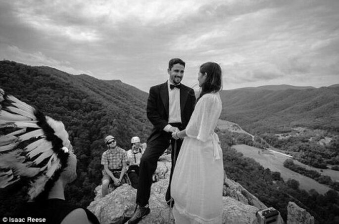 Matrimonio in cima ai picchi. Foto: Isaac Reese