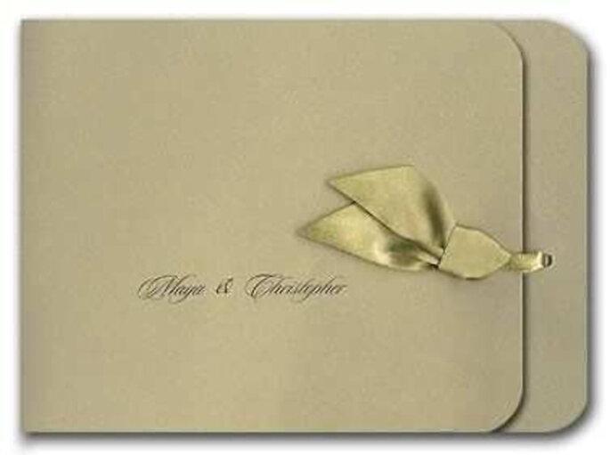 Elegante invitación en tonos dorados: sobria y a la vez original