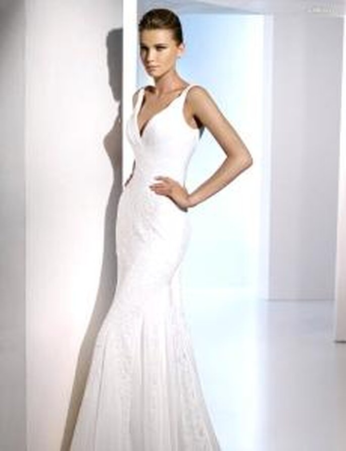 San Patrick 2010 - Elenco, vestido largo de corte sirena en seda bordada, escote en V, drapeado