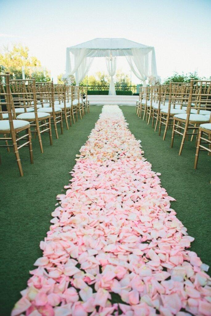 Los mejores acentos de color rosa para decorar tu boda - Foto Onelove Photography