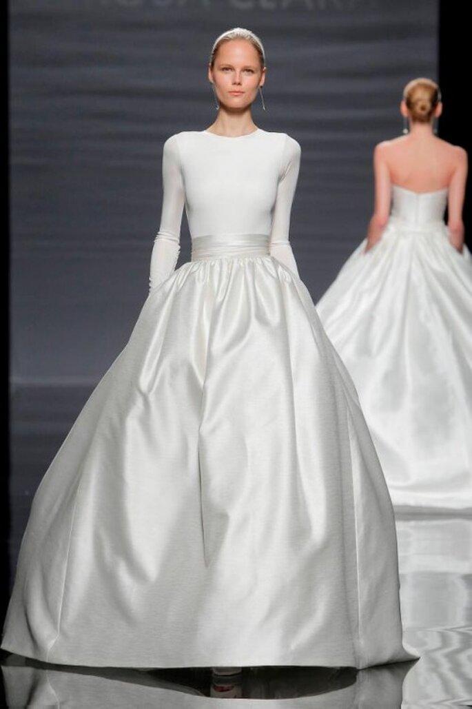 Vestido de novia 2014 con mangas largas y falda amplia de tejido mikado - Foto Rosa Clará
