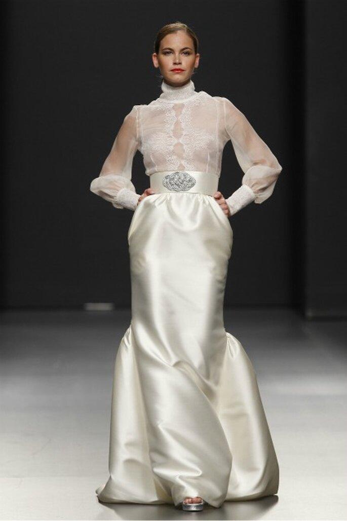 Vestido de novia Rafael Urquizar 2012 con cintura ceñida - Ugo Camera / Ifema