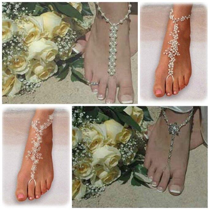 Las joyas en los pies como complemento de la novia en la playa
