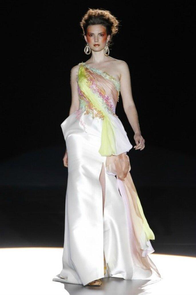Patrones arquitectónicos en los vestidos de novia 2012 de La Bohème 1994 - Ugo Camera / Ifema