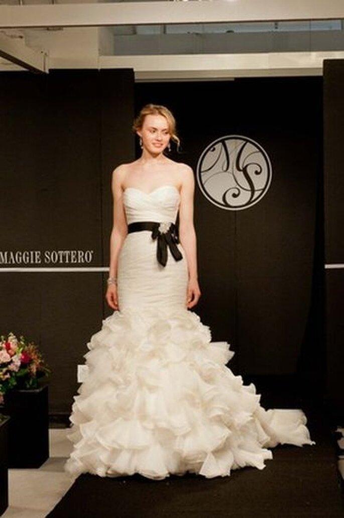 Brautkleid mit betonter Taille - Maggie Sottero